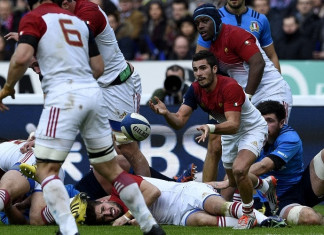 Francer's scrum half Sebastien Bezy clears the ball during the Six Nations international rugby union match between France and Italy on February 6, 2016 at the Stade de France in Saint-Denis, north of Paris. / AFP / FRANCK FIFE